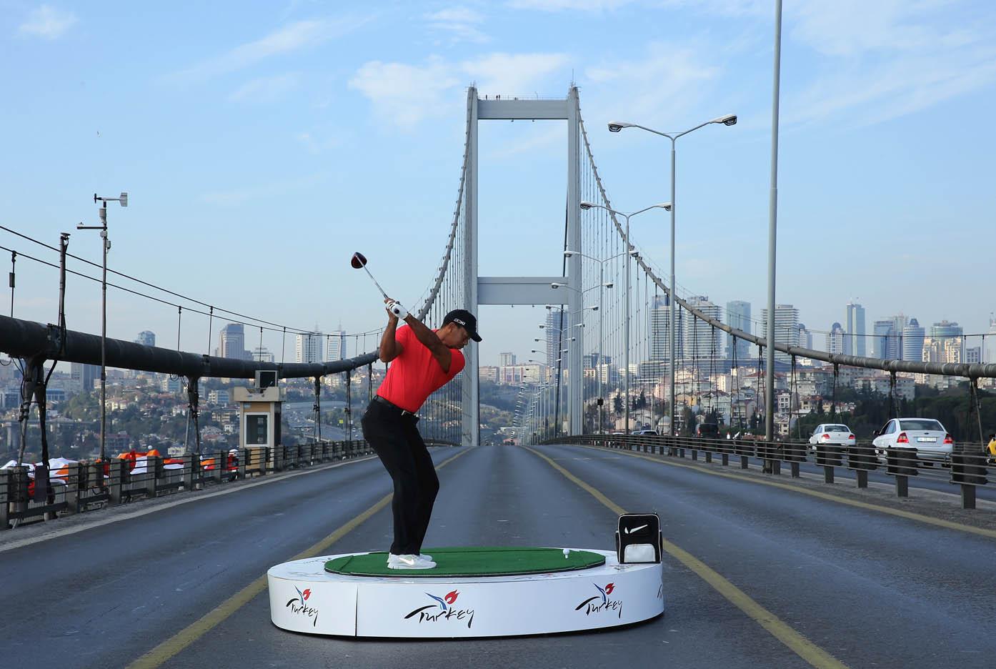 Tiger Woods hace historia en Estambul